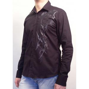 Черная рубашка с вышитым узором